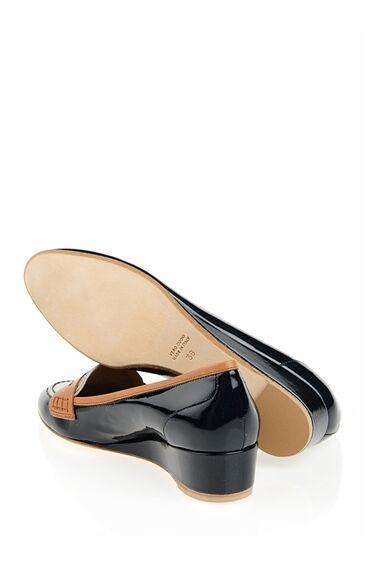 Dolgu Topuklu Rugan Ayakkabı