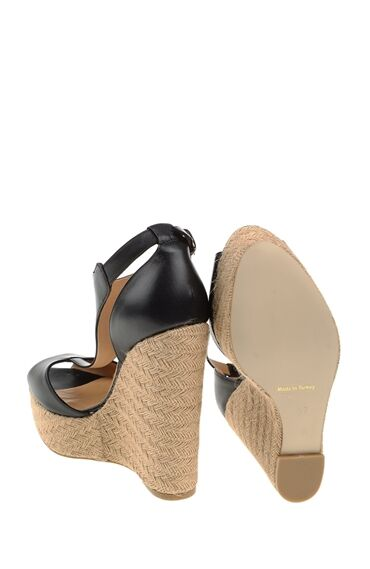 Topuklu Siyah Deri Sandalet