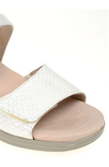 Bej Deri Sandalet