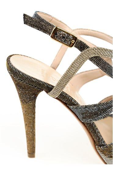 Bantlı Bej Sandalet
