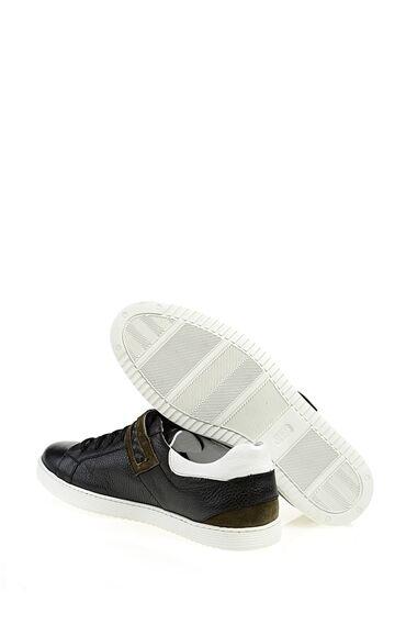 Süet Kapamalı Siyah Sneaker
