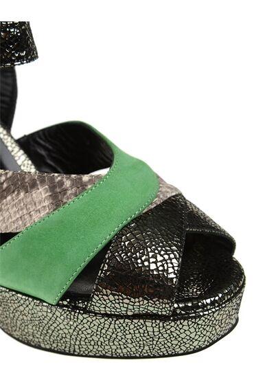 Yeşil Bant Detaylı Sandalet