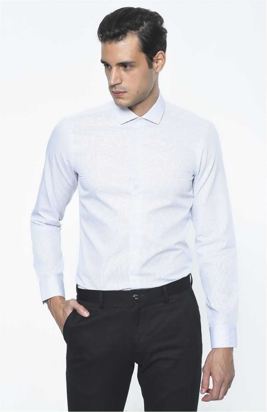 Jakarlı Beyaz Lacivert Gömlek