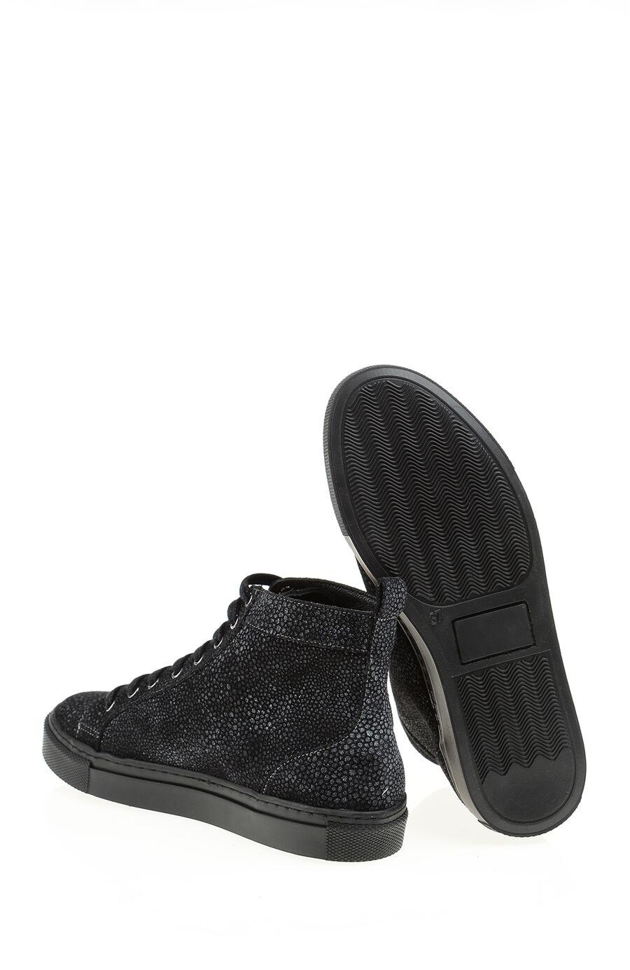Siyah Sneaker Bot