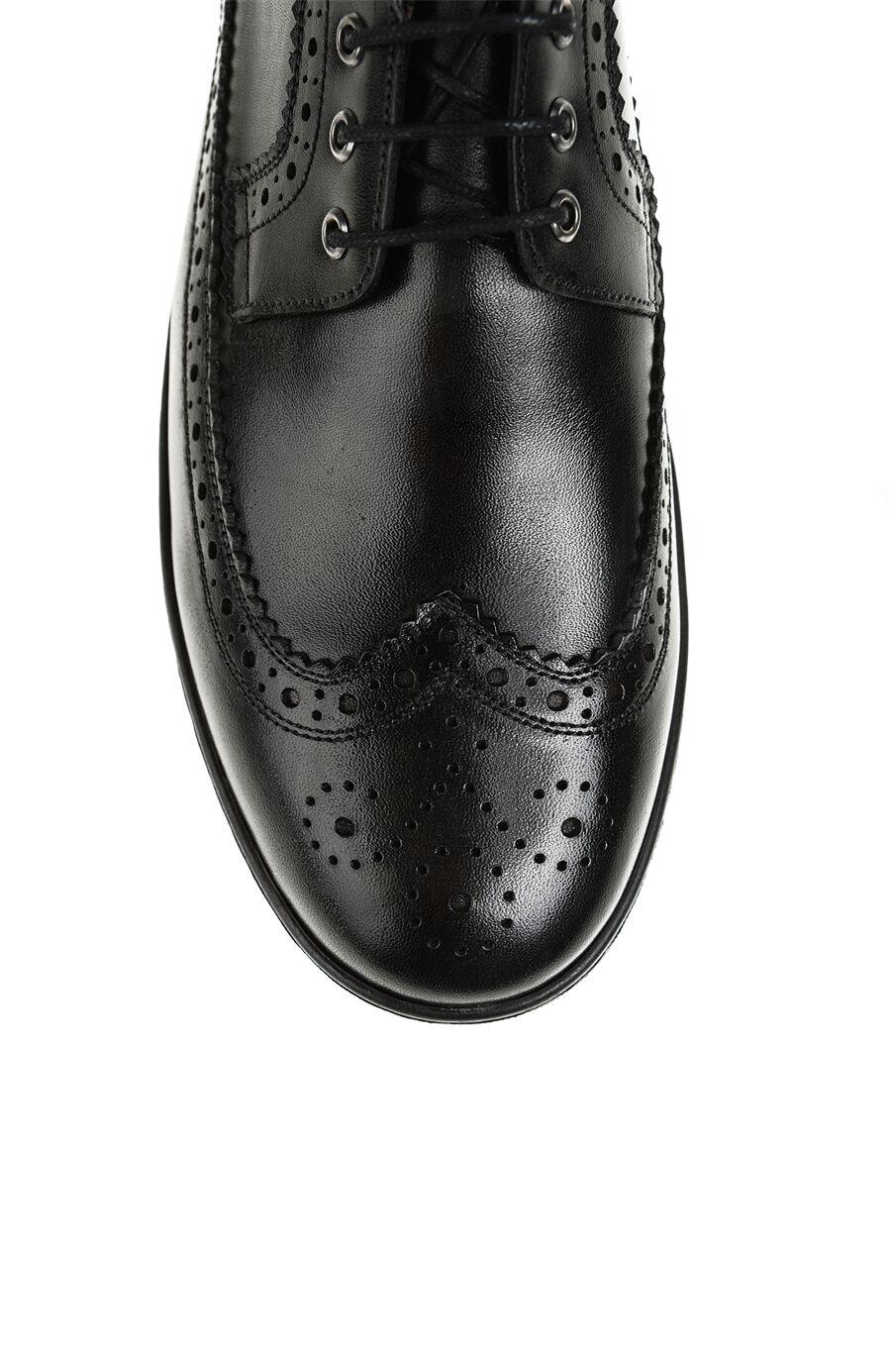 Zımba Desenli Siyah Ayakkabı