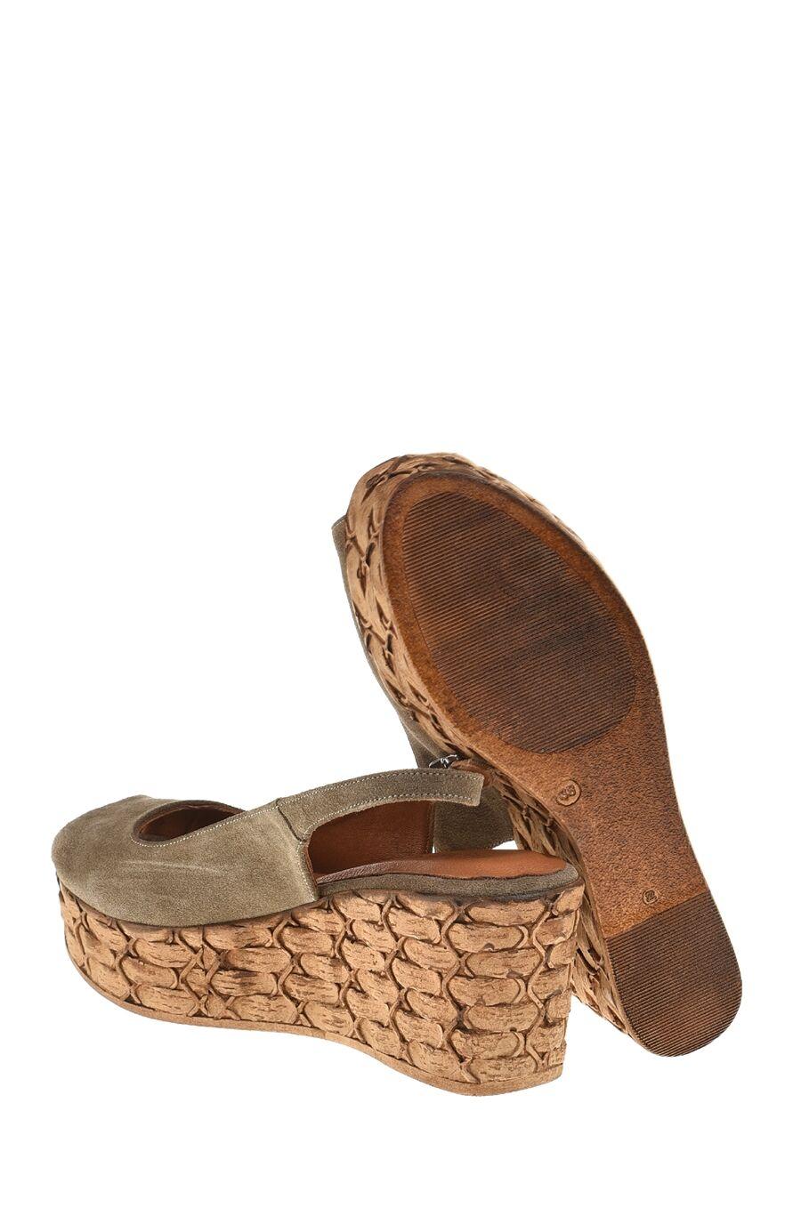 Kum Rengi Süet Sandalet