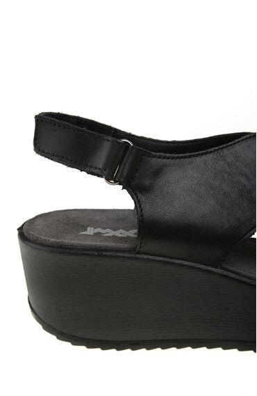 Çapraz Bantlı Siyah Sandalet