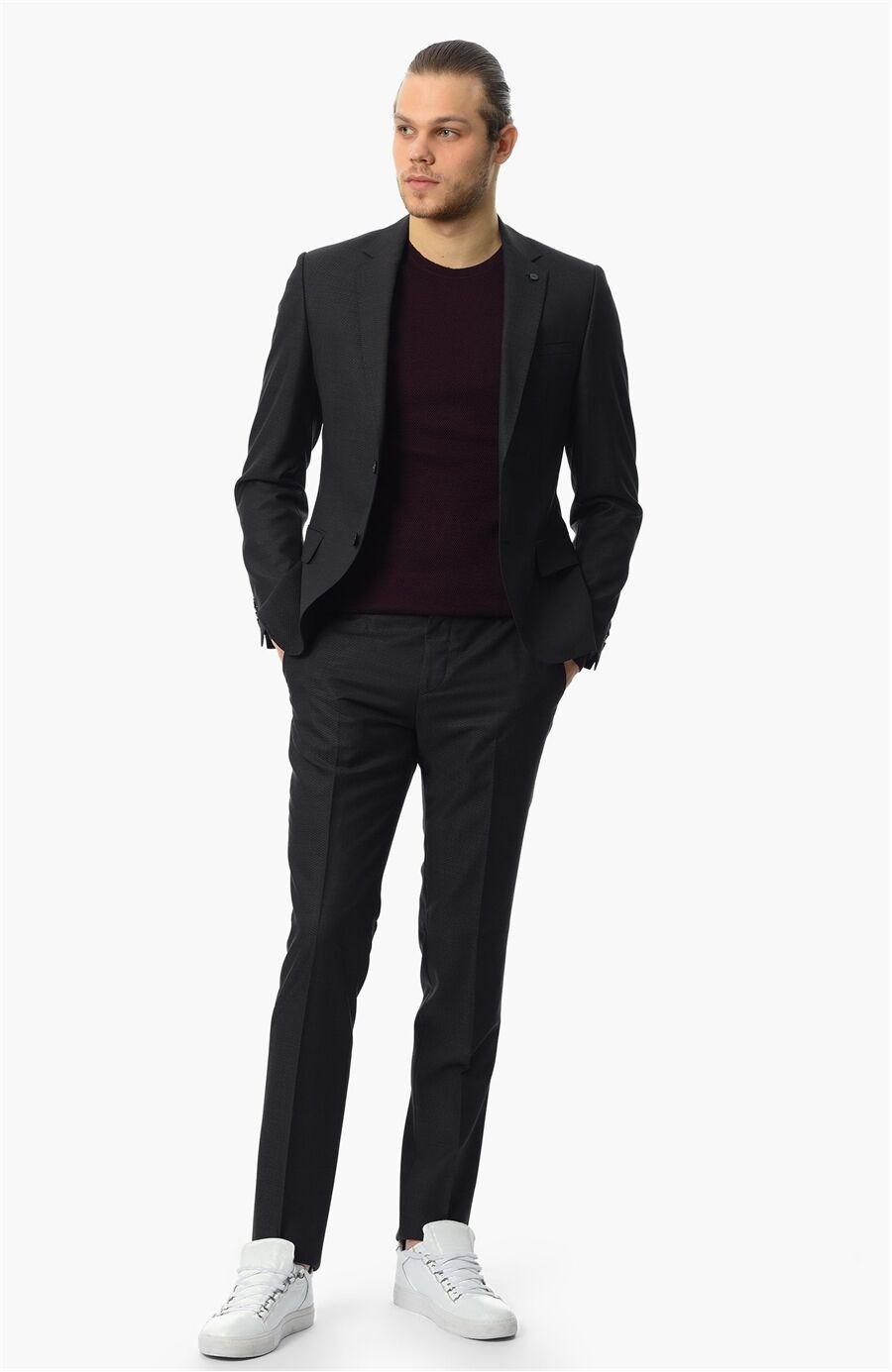 Jakarlı Siyah Takım Elbise
