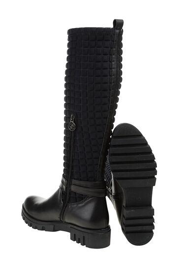Siyah Çizme