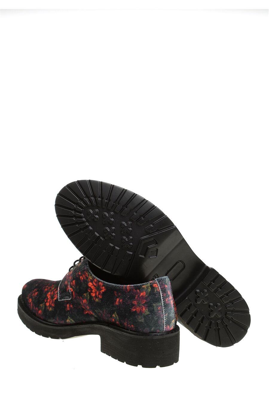 Çiçekli Siyah Ayakkabı