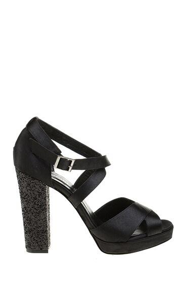 Siyah Topuklu Sandalet