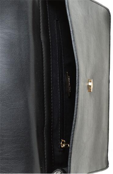 Metal Saplı Siyah Çanta