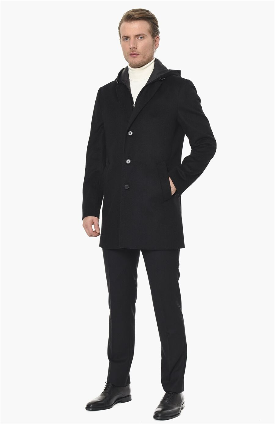 Kapüşonlu Yaka Siyah Palto