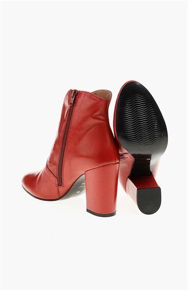 Kırmızı Kadın Bot