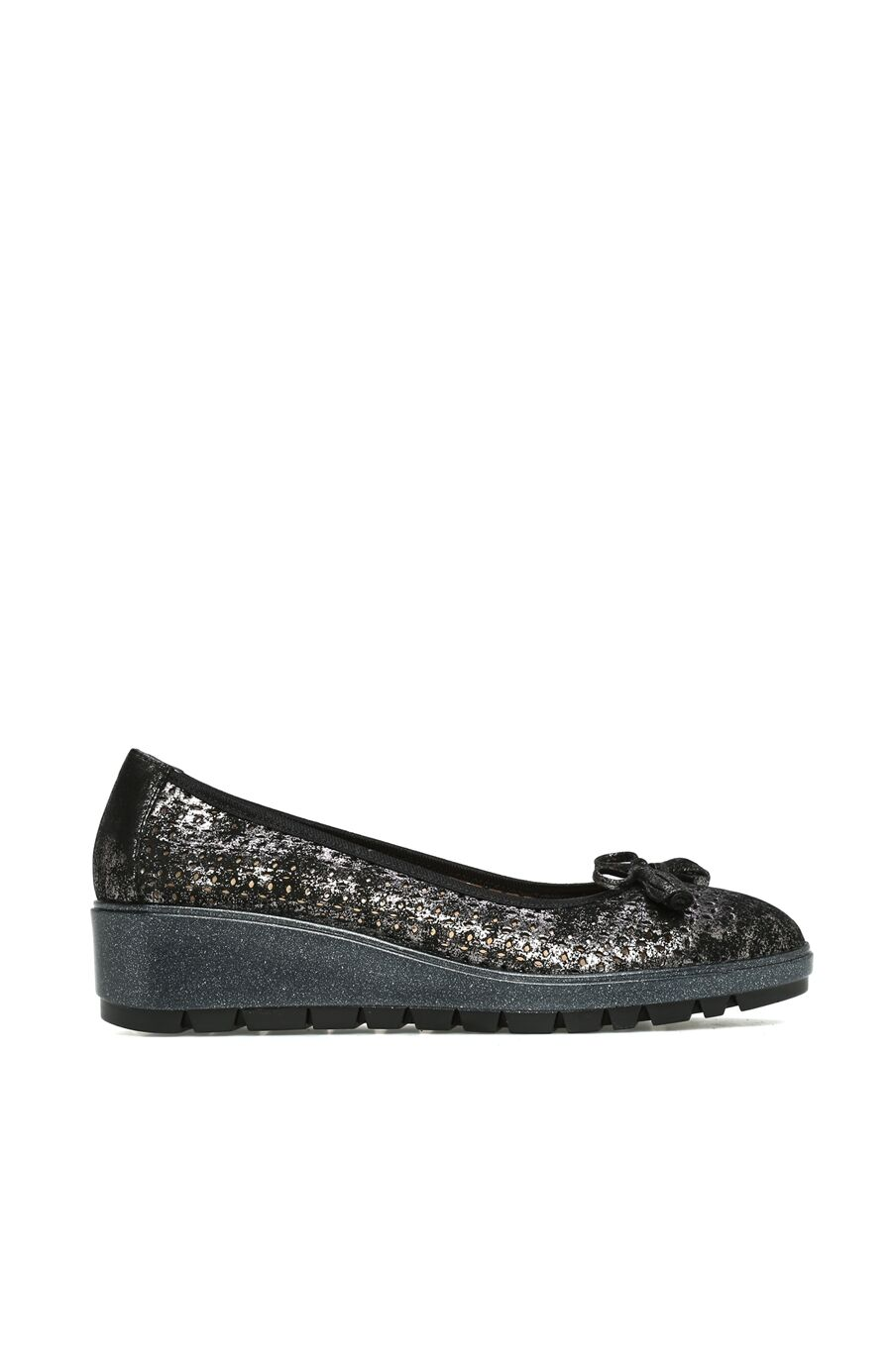 Delikli Siyah Kadın Ayakkabı