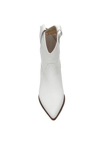 Beyaz Dekoratif Dikiş Detaylı Kadın Deri Bot