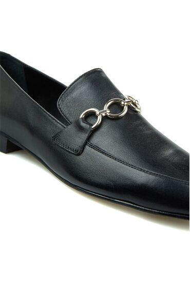 Siyah Zincir Detaylı Kadın Deri Loafer