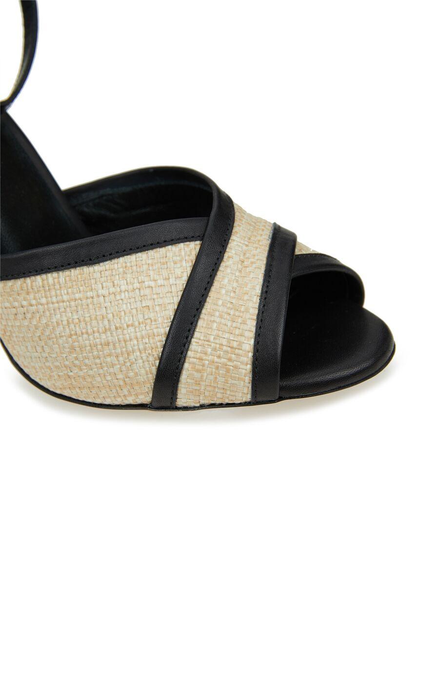 Çapraz Bantlı Kadın Süet Sandalet