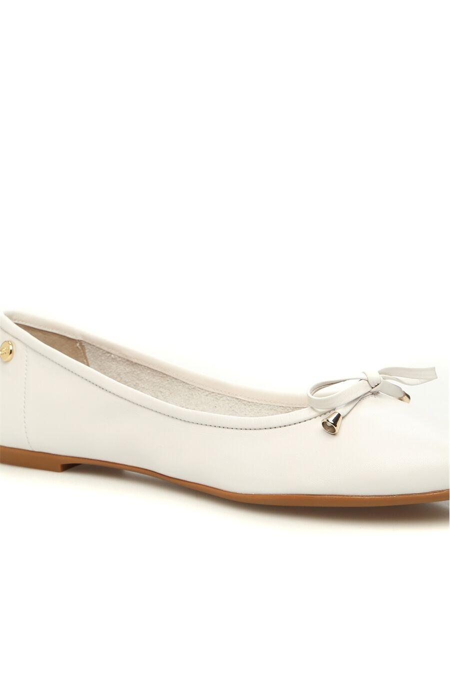 Beyaz Fiyonk Detaylı Kadın Deri Babet