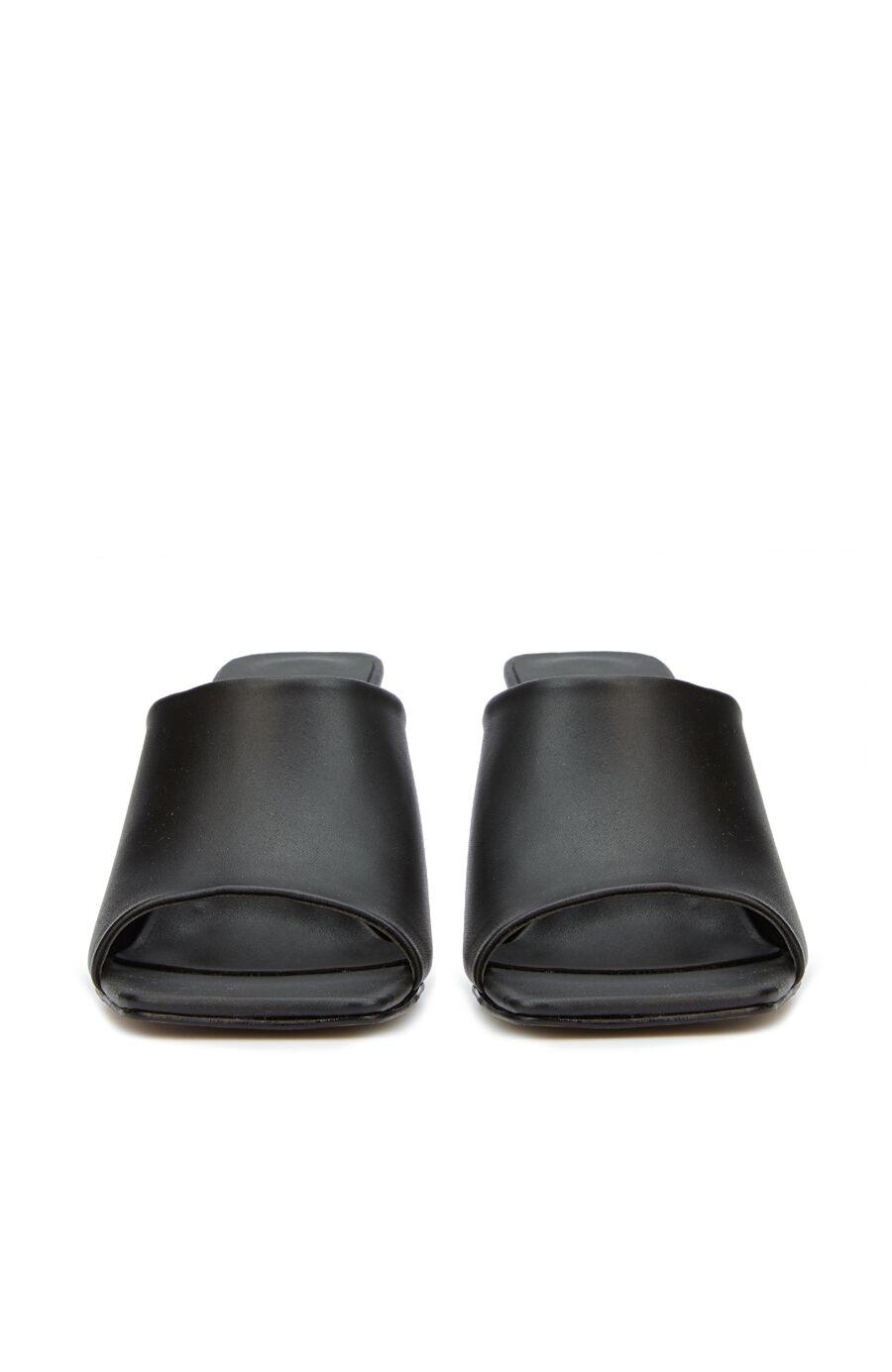 Siyah Topuklu Terlik