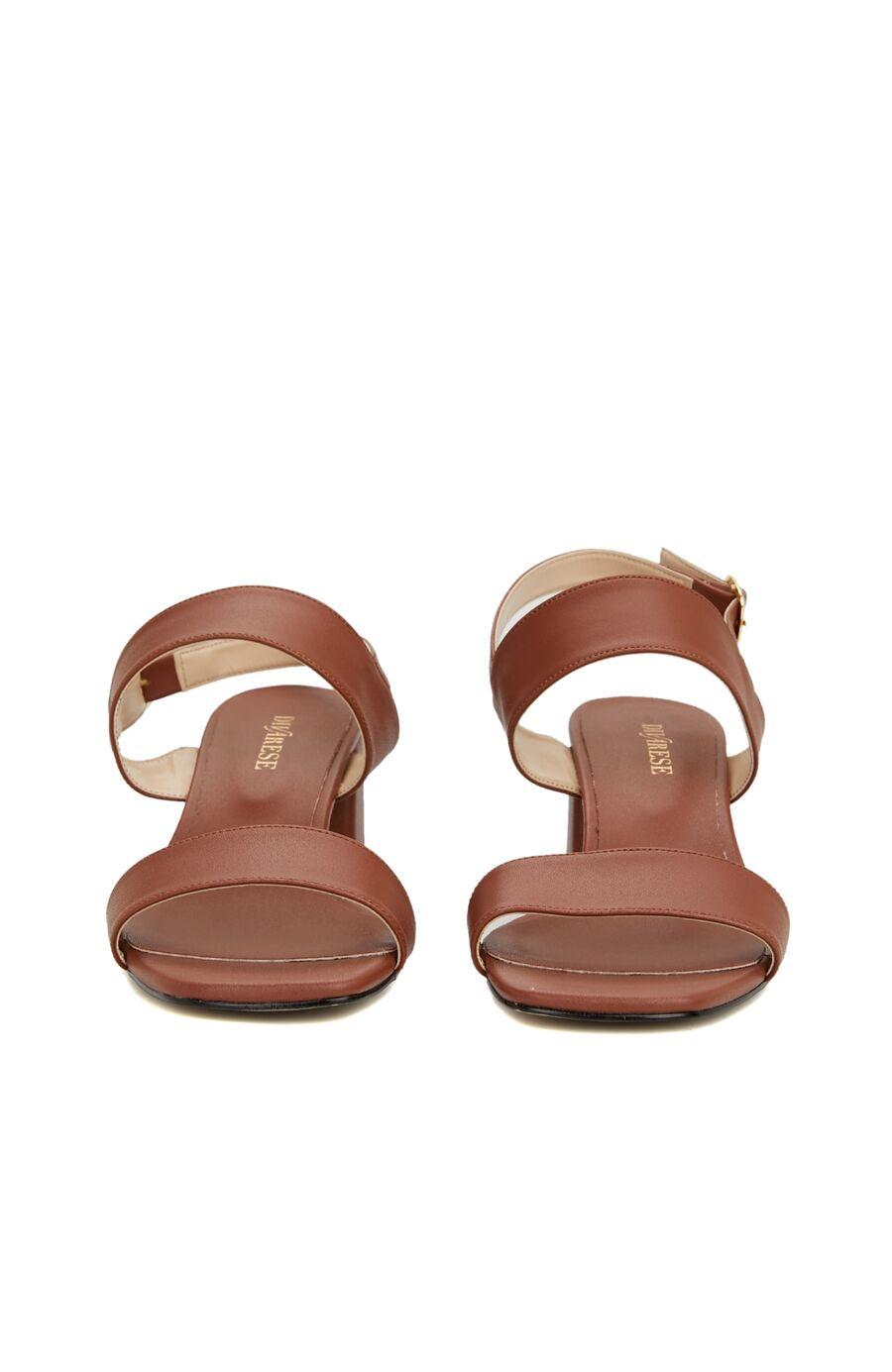Taba Toka Detaylı Topuklu Sandalet
